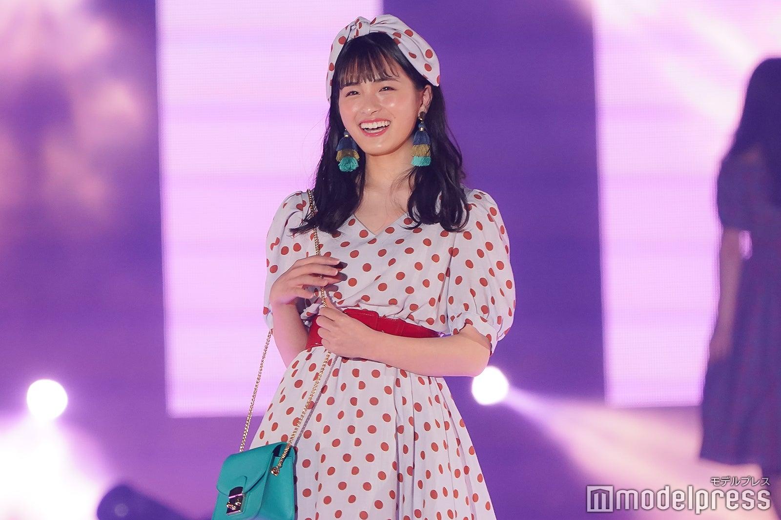 乃木坂46大園桃子、満開笑顔で初ランウェイ<GirlsAward 2018 S/S >
