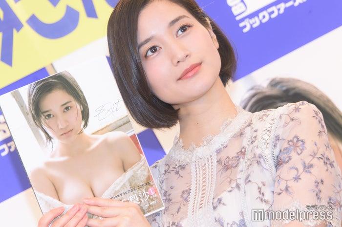 出口亜梨沙(C)モデルプレス