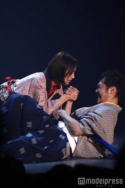 名シーンの再現/岡本あずさ(C)モデルプレス