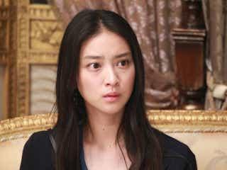 愛香(武井咲)、貴族探偵(相葉雅紀)の正体を突き止める?凄惨な事件の衝撃の結末とは…月9「貴族探偵」<第6話あらすじ>