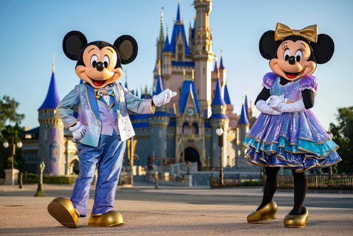 特別コスチュームのミッキーとミニー(C)Disney
