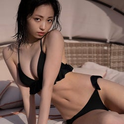 """欅坂46今泉佑唯、ビキニで完璧""""ボディライン""""披露 2ヶ月間で体作り"""