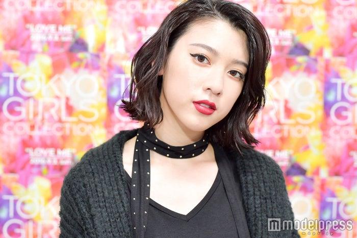 モデルプレスのインタビューに応じた三吉彩花(C)モデルプレス