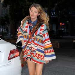 モデルプレス - 妊娠発表のブレイク・ライブリー、ド派手コートで外出