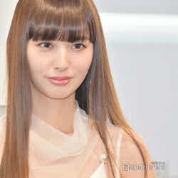 モデルプレス - 鈴木えみ「14歳くらいのとき」の短めヘア披露「すごく新鮮」「この頃から美しい」と注目集まる