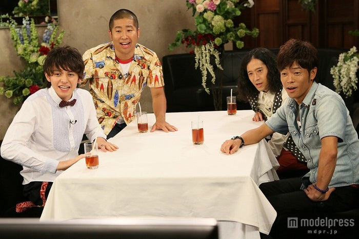 左から時計回り:ハリー杉山、澤部佑(ハライチ)、又吉直樹(ピース)、陣内智則/画像提供:関西テレビ