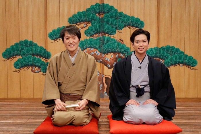 (左から)千原ジュニア、加藤シゲアキ(C)フジテレビ