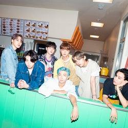BTS、SUGA不在も6人で「Dynamite」披露 日本語トークで「ファンの皆さんに会いたい」<ベストアーティスト2020>