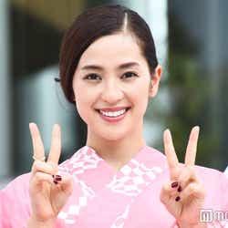 モデルプレス - 中村アン、ピンク浴衣で「東京五輪音頭」披露 選手たちもムード盛り上げる