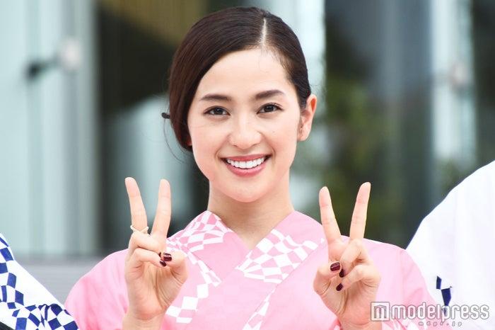 中村アン、ピンク浴衣で「東京五輪音頭」披露 選手たちもムード盛り上げる(C)モデルプレス
