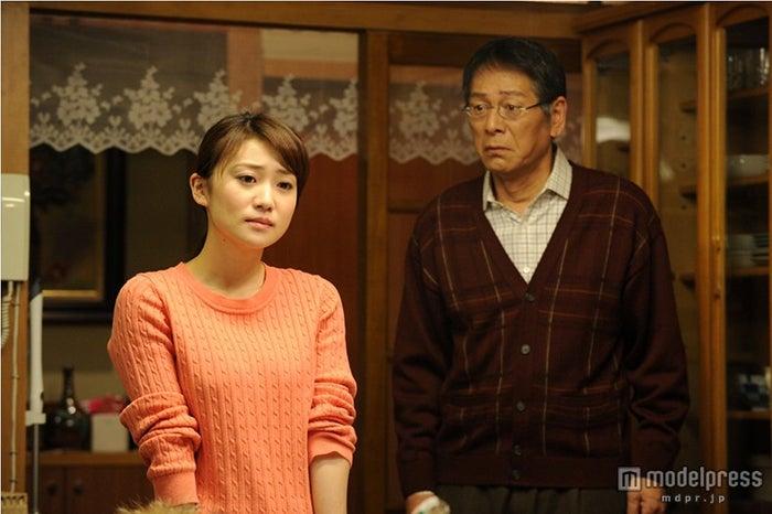 大島優子、大杉漣/『銭の戦争』10話・劇中カット/画像提供:関西テレビ