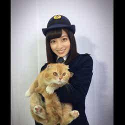 モデルプレス - 橋本環奈、警官制服でクランクイン「逮捕されたい」志願者続出