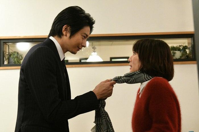 向井理、吉岡里帆/「きみが心に棲みついた」第3話より(C)TBS