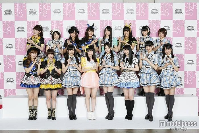 第49~64位で「フューチャーガールズ」入りを果たしたメンバー/前列左端:梅田彩佳(C)AKS