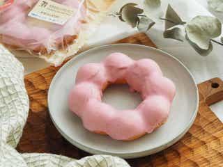 セブンの人気菓子パン「もちもちリング」から、いちご味が新発売!