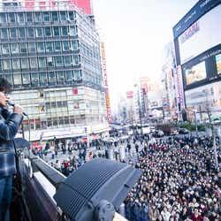 モデルプレス - 木村拓哉、新宿にサプライズ降臨 2000人が大騒ぎに