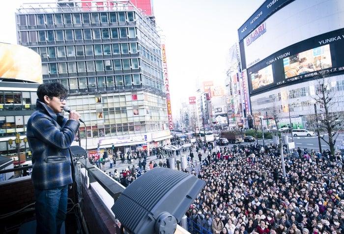 新宿にサプライズ登場した木村拓哉(提供写真)