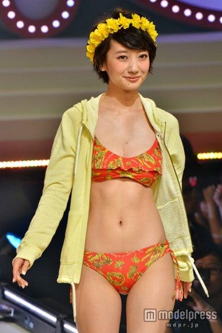 ファッションイベント「nonコレ2013」でビキニ姿を披露した波瑠