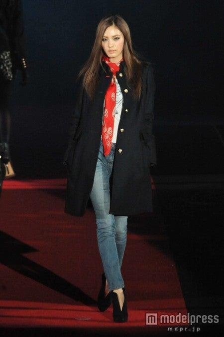 日本の一大ファッションショーの常連となったナナ(Girls Awardより)