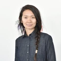 『ノマドランド』のクロエ・ジャオ、パーム・スプリングス国際映画賞で女性初の監督賞を受賞。