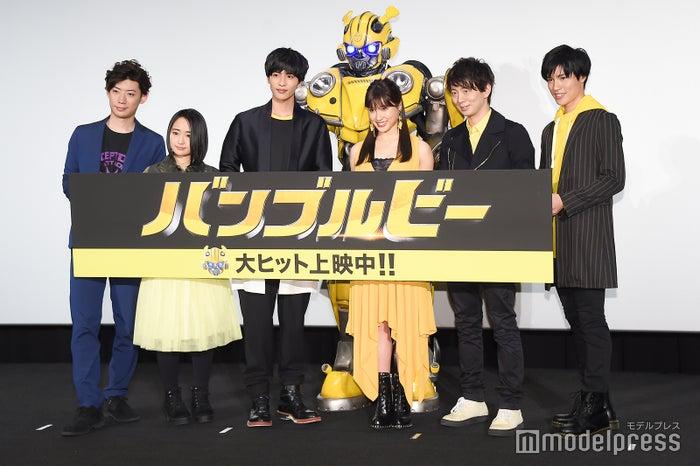 (左から)濱野大輝、悠木碧、志尊淳、土屋太鳳、木村良平、土屋神葉(C)モデルプレス