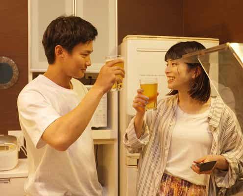 """キッチンでハグも!野村周平&さとうほなみ、""""夫婦""""でおつまみ作り、距離が縮まり…『私たち結婚しました』第3話"""