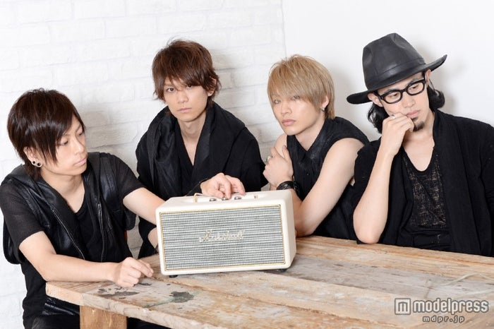 「ThinkingDogs」/(左から)大輝、Jun、TSUBASA、わちゅ~