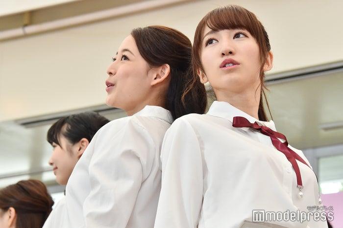 (左から)松井まり、山木梨沙 (C)モデルプレス