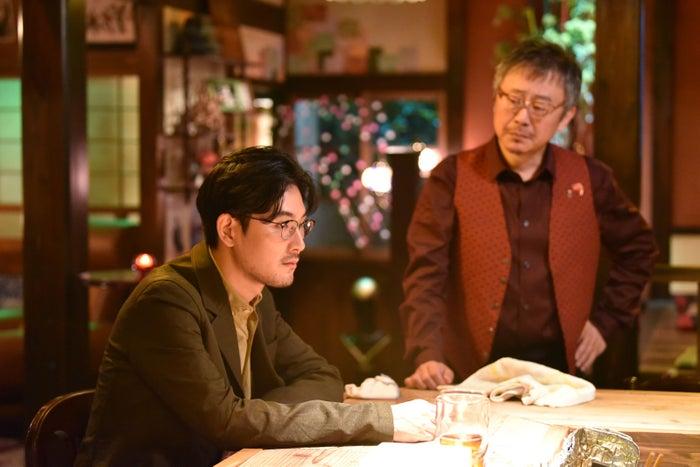 松田龍平・松尾貴史/「獣になれない私たち」第7話より(C)日本テレビ