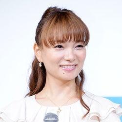 妊娠中の保田圭、ふっくらお腹を公開