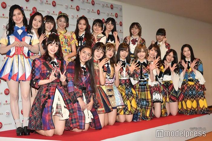 (後列左から)MNL48アビー、SGO48アンナ、AKB48 Team TPピンハン、JKT48シャニ、NMB48白間美瑠、NGT48本間日陽、STU48瀧野由美子、SKE48須田亜香里、HKT48田中美久(前列左から)、CGM48シター、DEL48グローリー、AKB48 Team SHリュウネン、BNK48モバイル、小栗有以、岡田奈々、柏木由紀、向井地美音、横山由依 (C)モデルプレス