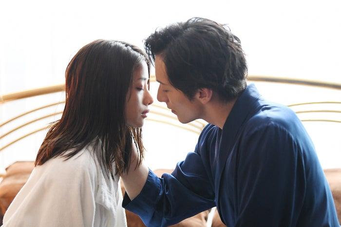 石原さとみ、大貫勇輔/「高嶺の花」第8話より(C)日本テレビ