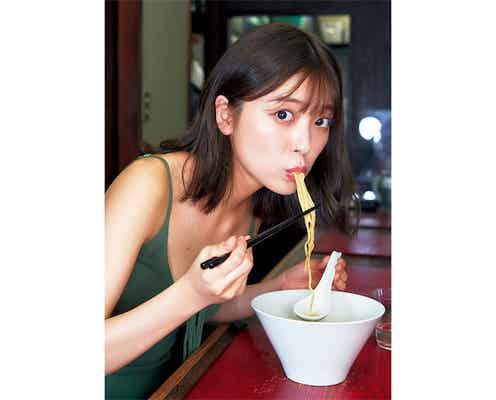 戦隊ヒロイン女優・工藤美桜が『週プレ』表紙に、可愛くラーメンをすする幸福ショットを披露