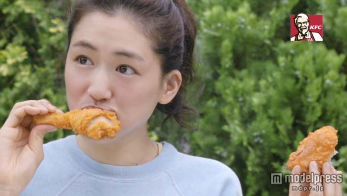ケンタッキーフライドチキンの新CM「sogoodファン感謝」篇に出演した綾瀬はるか