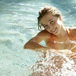 水着になった女子の身体で、つい見てしまうパーツとは?