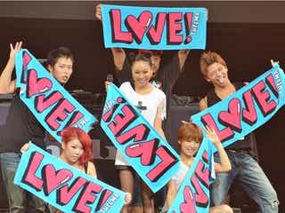 青山テルマ、湘南乃風・RED RICEと1年ぶりの共演 GIRL NEXT DOORもミニスカで熱唱