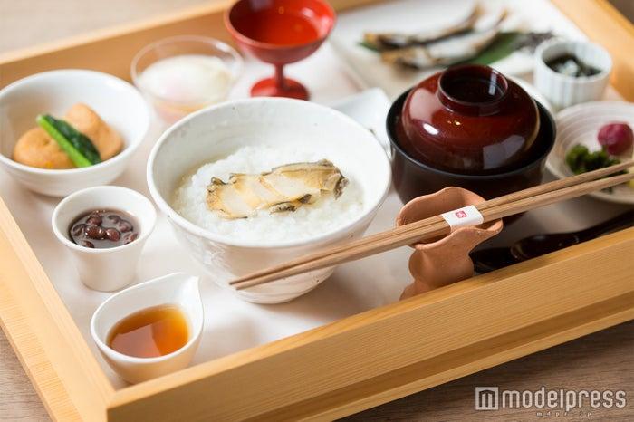 御饌の朝かゆ1,200円~、写真は御饌の朝かゆ 鮑(あわび)2,000円(C)モデルプレス
