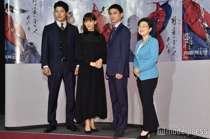鈴木亮平、綾瀬はるか、高良健吾、上橋菜穂子氏 (C)モデルプレス