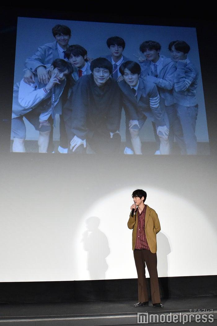 坂口健太郎、BTSとの思い出写真(C)モデルプレス