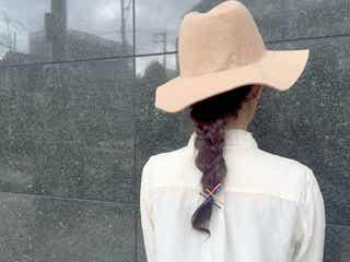 つば広ハットに似合う!くるりんぱと三つ編みで作るお出掛けヘアでしとやかレディに