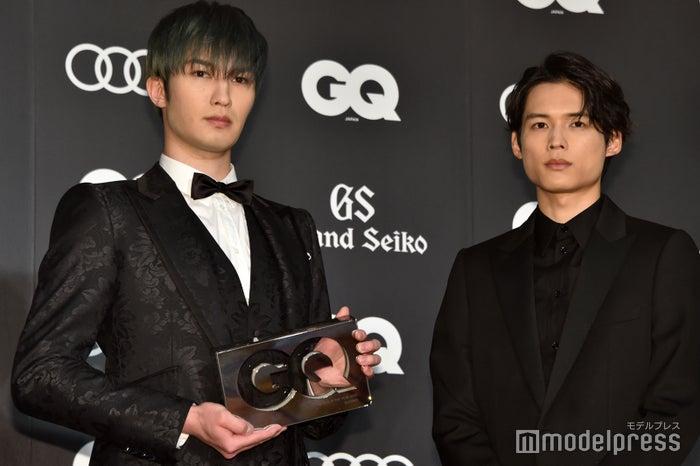 「GQ MEN OF THE YEAR 2020」をSixTONESで受賞したジェシー、松村北斗 (C)モデルプレス