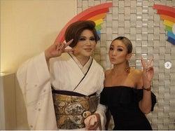 倖田來未、IKKOとの2ショットと達筆な手紙公開で反響「小顔すぎ」「素敵な心遣い」