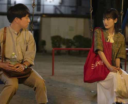 """山下美月""""怜子""""のキスに濱田岳""""雅也""""は動揺!初めてのときめきに「キスは浮気ですか?」<じゃない方の彼女>"""