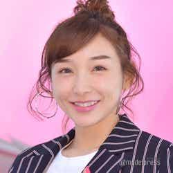 モデルプレス - 加護亜依、子供と密着3ショット公開「素敵」「仲良し親子」の声