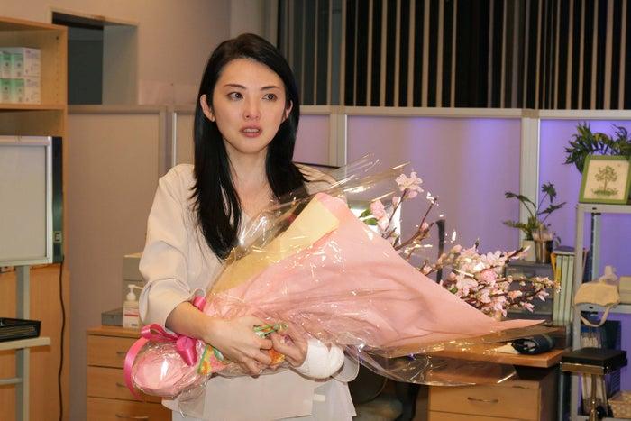 「真昼の悪魔」クランクアップで涙を流した田中麗奈(C)東海テレビ