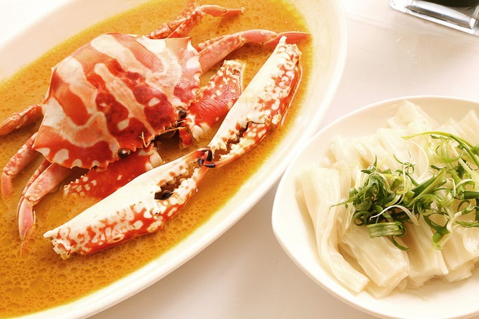 Steamed Fresh Flowery Crab with Aged ShaoXing Wine Fragrant Chicken Oil  _ Flat Rice Noodles(提供画像)