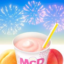 """マクドナルド、夏の定番""""桃シェイク""""が進化!3種の桃果汁で益々ジューシーに"""