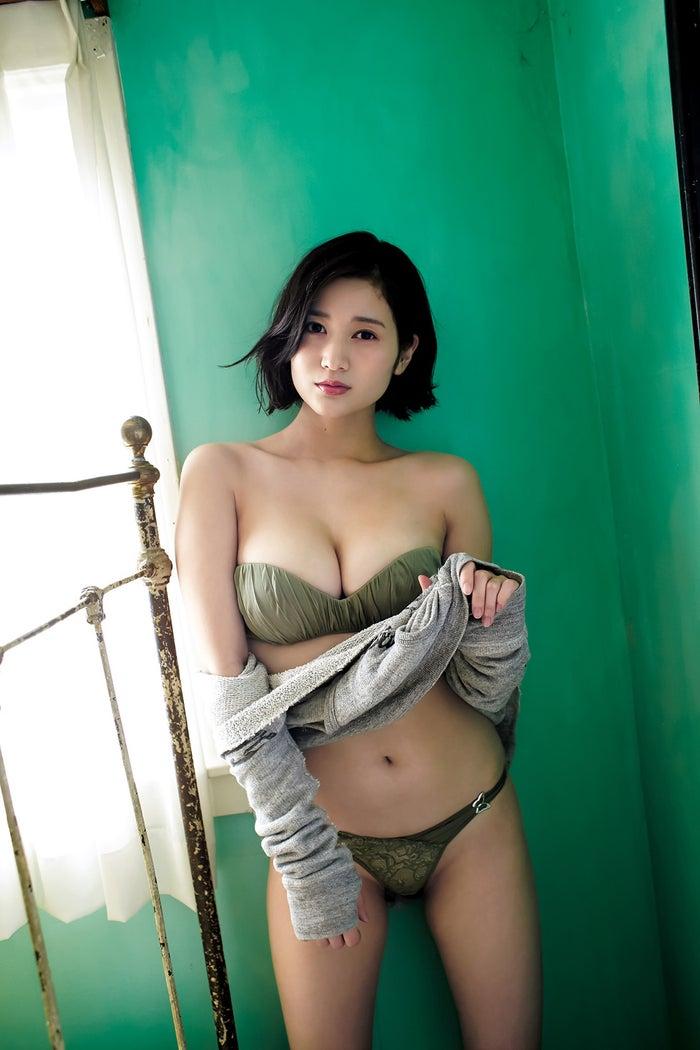 出口亜梨沙(C)桑島智輝/集英社
