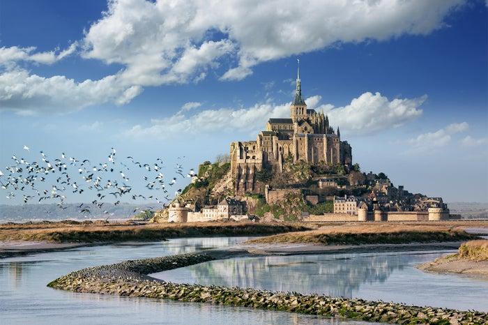 1位に選ばれた「モン・サン・ミシェルとその湾」(フランス)(C)Fotolia(Pixel & Création)