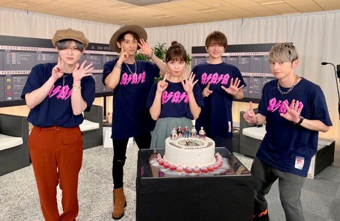 末吉秀太、與真司郎、宇野実彩子、西島隆弘、日高光啓(提供写真)